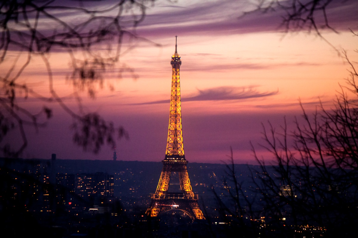 Unique sunset in Paris